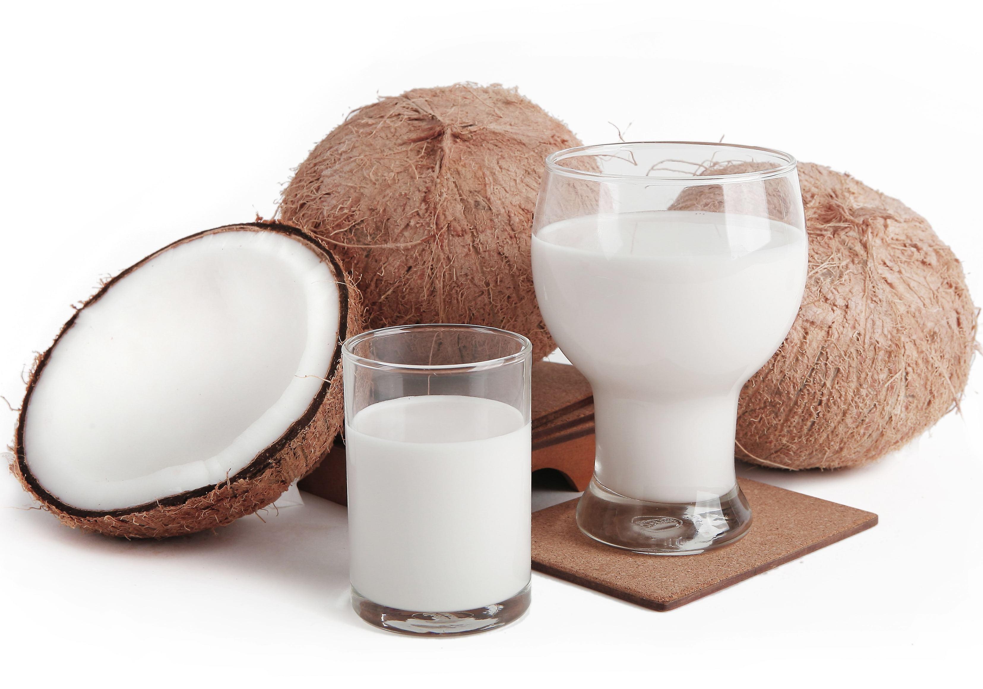 Кокосовое молоко делают из мякоти кокоса